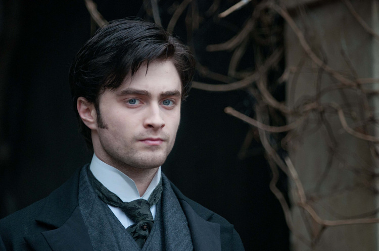 2012-The-Woman-in-Black-daniel-radcliffe-31919099-750-498