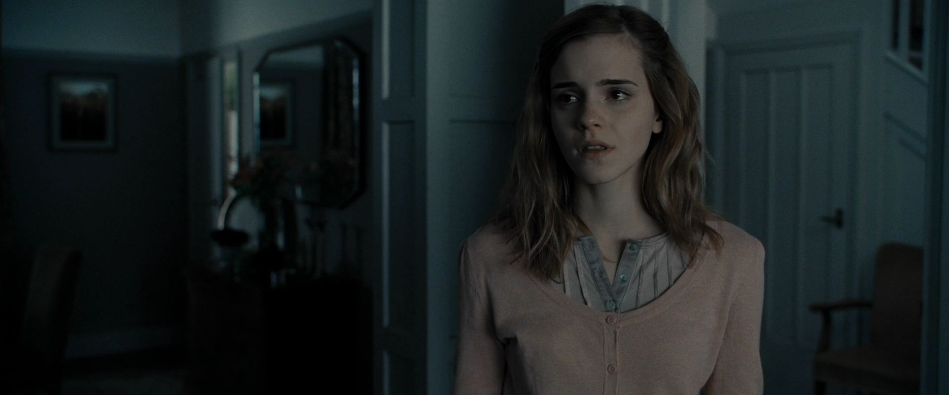 Harry-Potter-and-the-Deathly-Hallows-Part-1-BluRay-emma-watson-20909450-1920-800