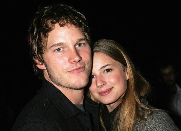 "HOLLYWOOD - OCTOBER 25:  Actors Chris Pratt (L) and Emily VanCamp attend the Xbox 360 ""Gears of War"" party at the Hollywood Forever Cemetery on October 25, 2006 in Hollywood, California.  (Photo by David Livingston/Getty Images)"