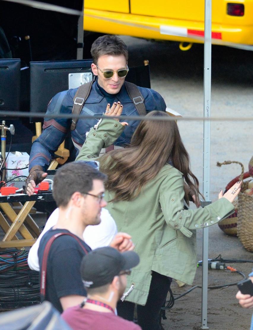 Chris-Evans-Scarlett-Johansson-Elizabeth-Olsen-Captain-America-Civil-War-Filminin-Setinde-20.05-21