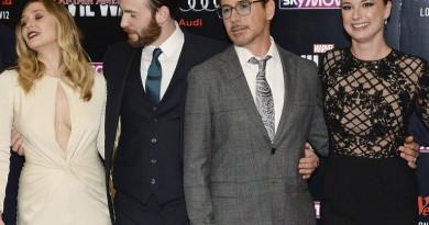 """Chris Evans e la passione per """"Le gemelle Olsen"""" di Elizabeth Olsen"""