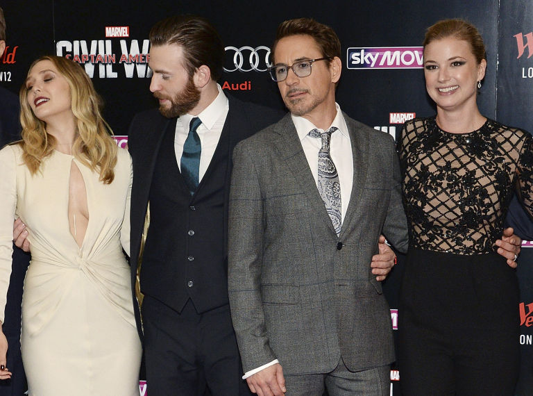 gallery-1461768762-chris-evans-captain-america-elizabeth-olsen-1
